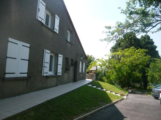 entrée principale des propriétaires